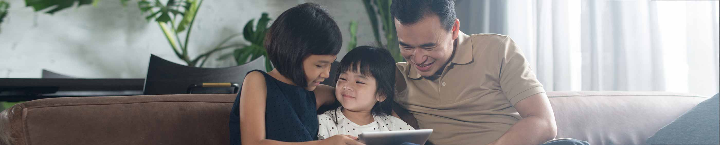 A father and his children reading together, ACUVUE contact lenses, Singapore