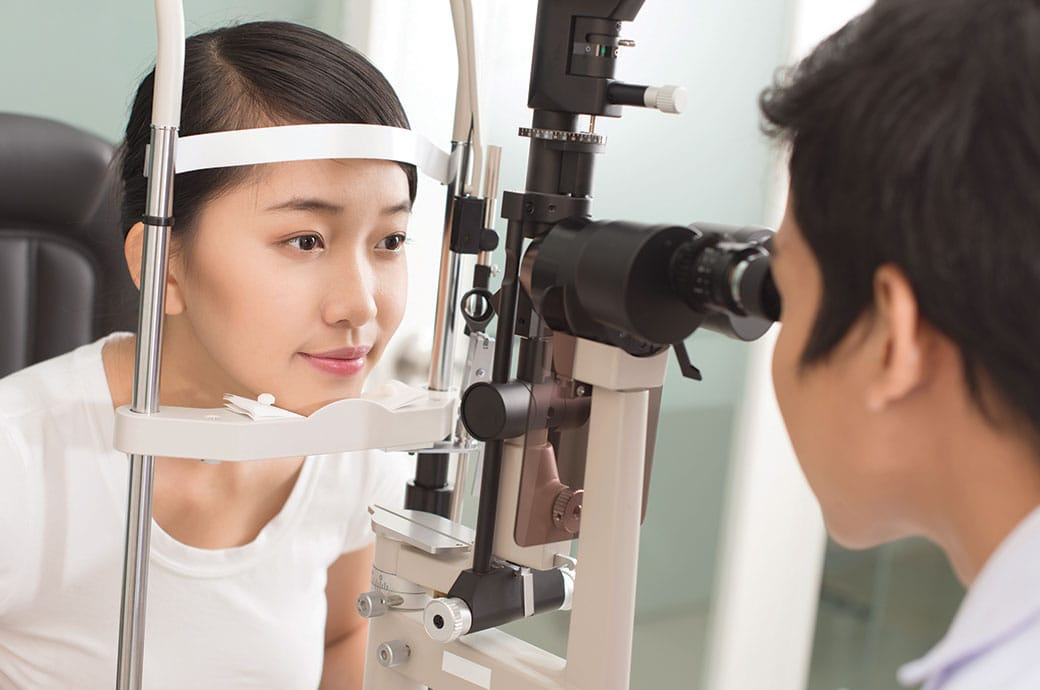 Woman undergoing an eye exam for ACUVUE® contact lens fitting, Singapore